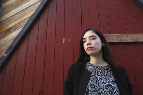 La escritora Luna Miguel posa para EL MUNDO en Barcelona.