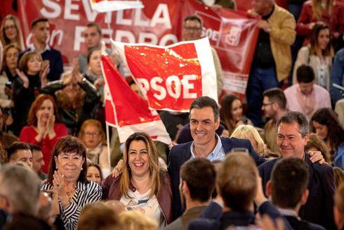 Pedro Sánchez, durante el mitin celebrado en Sevilla el pasado sábado, junto a Susana Díaz y Juan Espadas.