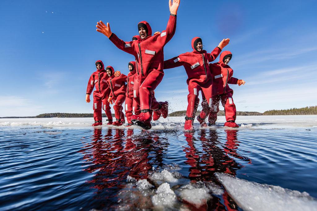 Los fineses están acostumbrados a sumergirse en aguas heladas. Para...