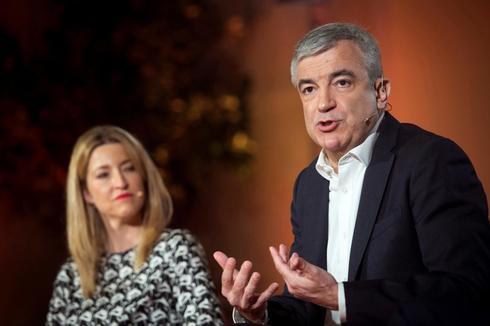 El responsable de Economía de Ciudadanos, Luis Garicano, y la asesora financiera María Muñoz.