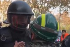 "Proponen sancionar al mosso que gritó ""la república no existe, idiota"""