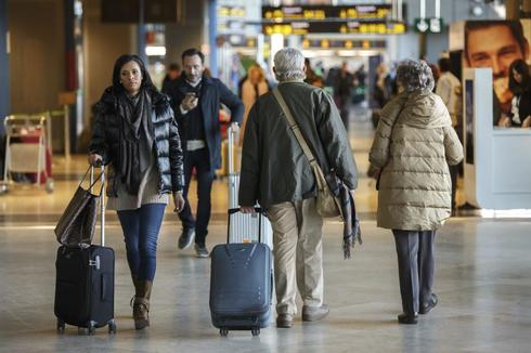 Pasajeros en el aeropuerto de Valencia