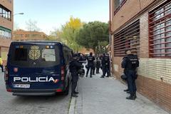 Agentes de la UIP durante una intervención policial en el Pozo del Tío Raimundo.