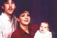 Un retrato familiar de Michael, Bonnie y su hijo único  Aaron.
