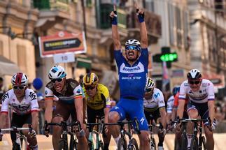 Alaphilippe celebrando la victoria en la Milán - San Remo