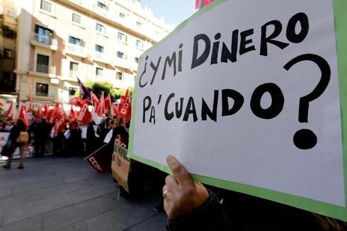 Trabajadoras de limpiezas Raspeig y Netalia, en una de las protestas a las puertas del Palau de la Generalitat