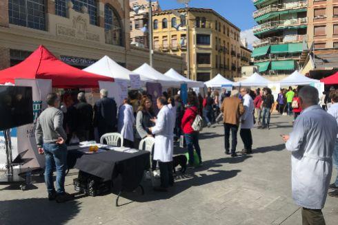 La plaza 25 de mayo, con los diferentes puestos que compusieron el circuito saludable celebrado este martes.