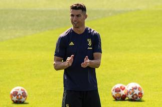 Cristiano Ronaldo aterriza a tiempo en su jardín