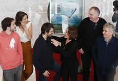 """A la derecha, Bernardo Atxaga en la presentación de al película """"El hijo del acordeonista"""""""