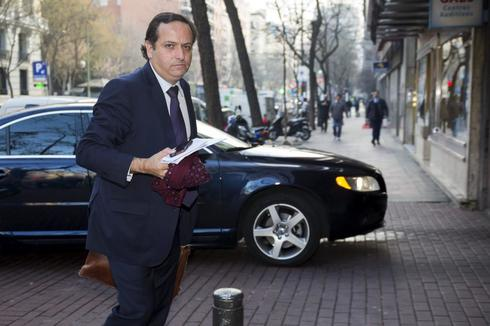 Juan Pablo Lázaro a la entrada de la CEOE