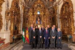Juan Manuel Moreno Bonilla, con los presidentes de los Consejos de Cofradías de Andalucía, en la capilla de San Telmo.