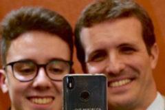 Polémico mensaje en este 'selfie'