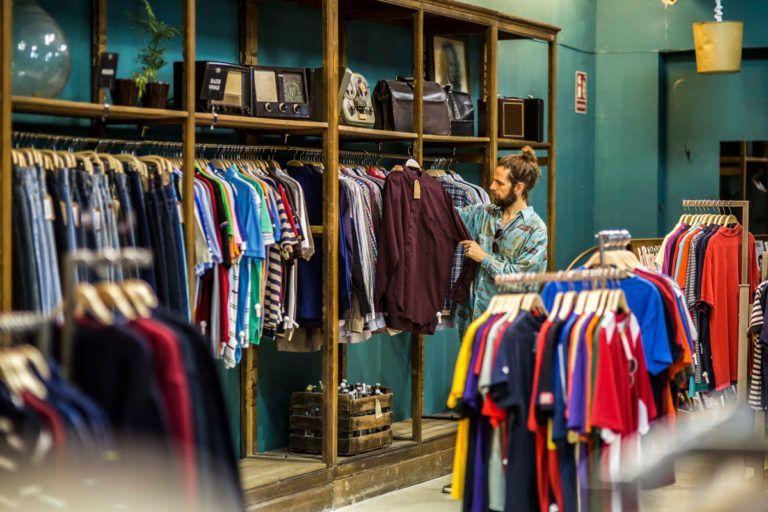Es la tienda más grande de ropa vintage de Europa y presume de que...