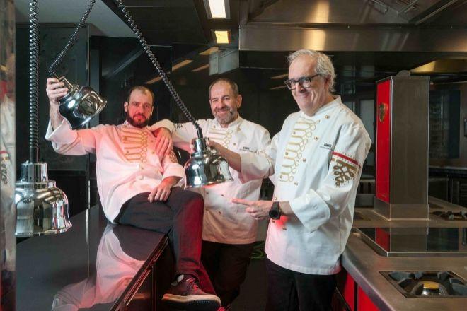 De izda. a dcha.: Sergi Sanz, chef de Ramses, Mikel Sorazu y Xabier...