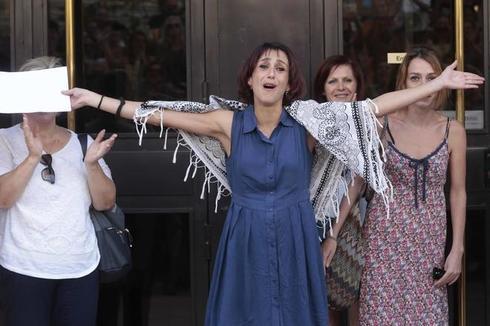 Juana Rivas, a la salida de una de sus comparecencias ante la Justicia española, tras la sustracción internacional de sus hijos.