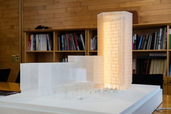 Maqueta del edificio proyectado para las nuevas oficinas de la Cambra de Comerç de Barcelona, en el 22@.