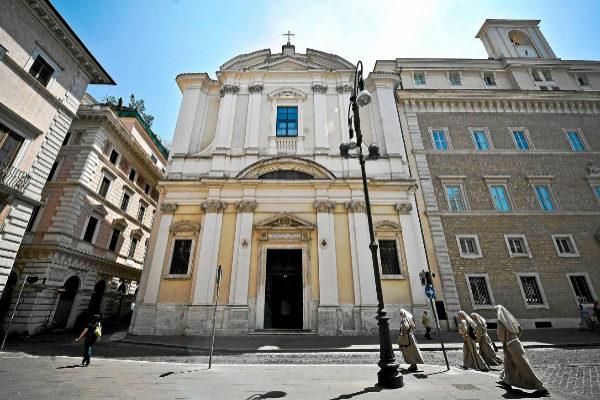 Imagen de la iglesia de San Apollinaris, donde está la tumba de Enrico De Pedis, sospechoso de la desaparición de Orlandi.