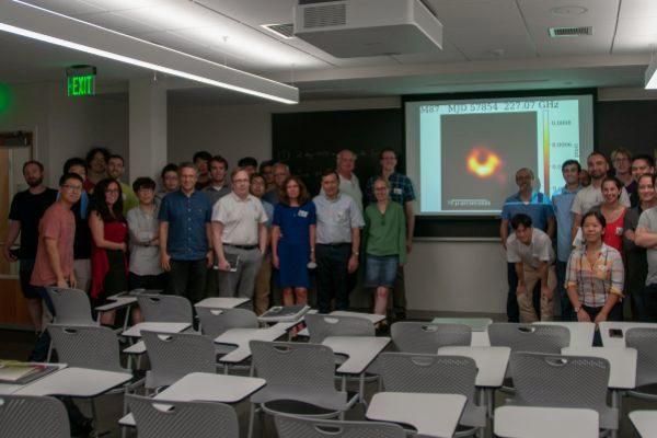 José Luis Gómez (junto a la pantalla) con el resto de investigadores en la reunión de Boston