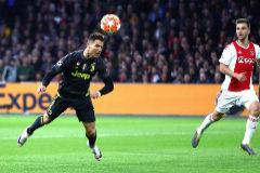 Cristiano Ronaldo neutraliza el asedio del Ajax