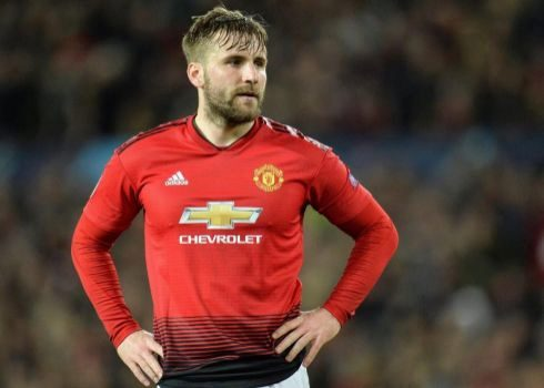 Shaw, durante el partido ante el Barça en Old Trafford.