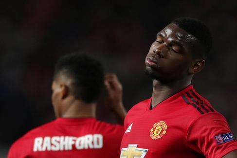 Pogba se desvanece en el tumulto de Old Trafford