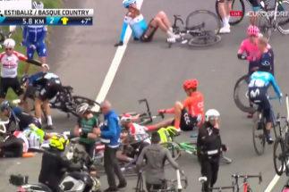 Una caída masiva destroza la Vuelta al País Vasco