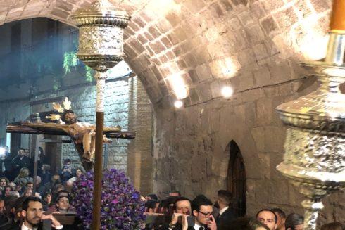 Vía Crucis del Cristo de las Misericordias a su paso por el Arco de San Lorenzo en Jaén hace unos días.