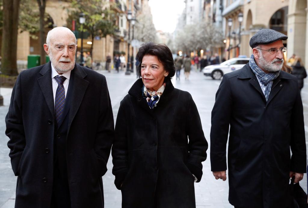 Guerra Garrido, Celaá y Aramburu, en San Sebastián.