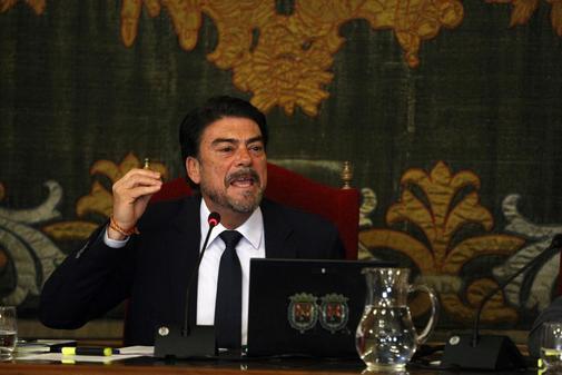 El alcalde de Alicante, Luis Barcala (PP), en un pleno municipal.