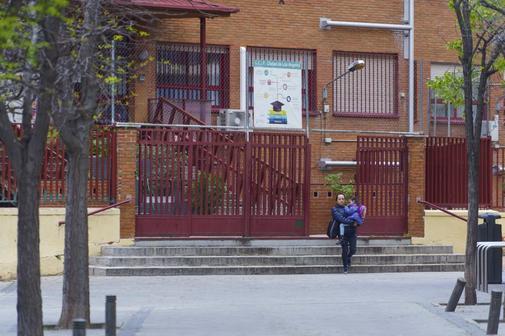 Puerta de un instituto de la Comunidad de Madrid