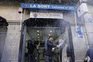 Celebración con motivo de un premio del Sorteo del Niño, en Barcelona.