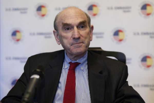 Elliott Abrams durante el encuentro en Madrid.