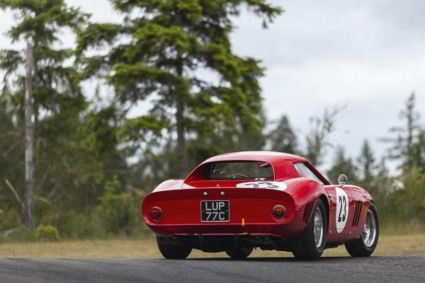 Ferrari 250 GTO de 1962 vendido por casi 43 millones.