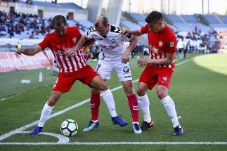 Roman Zozulia (centro), durante un partido con el Albacete.