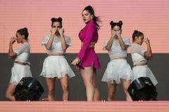 AME3383. SANTIAGO (CHILE), 31/03/2019.- La cantante española <HIT>Rosalía</HIT> ofrece un concierto este domingo durante la última jornada de la novena edición del festival musical Lollapalooza Chile 2019, en Santiago (Chile).