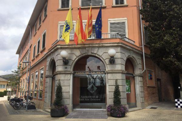 Fachada principal del Ayuntamiento.