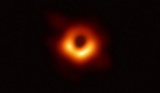 Primera imagen obtenida de un agujero negro.