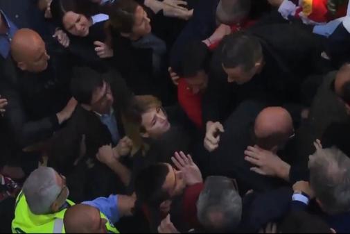 Escrache a Cayetana Álvarez de Toledo tras un acto en la UAB sobre Los Nacionalismos y populismos.