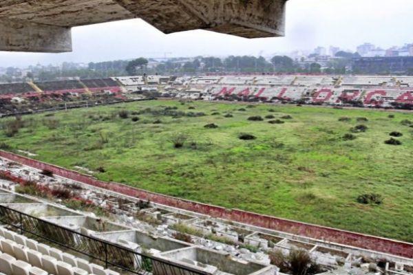 Terreno de juego del estadio Lluís Sitjar antes de ser demolido. ALBERTO VERA