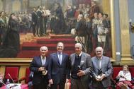 Los hermanos Lozano recogiendo su galardón de manos de Pío García Escudero