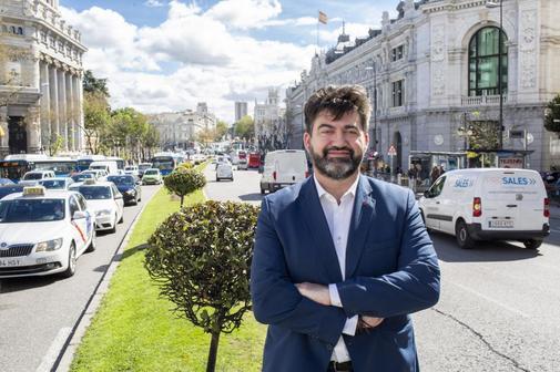 Carlos Sánchez Mato en la calle Alcalá.