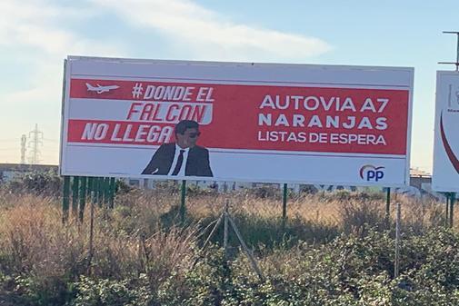 Cartel del PP de este viernes en Castellón que ironiza sobre el Falcon de Sánchez.