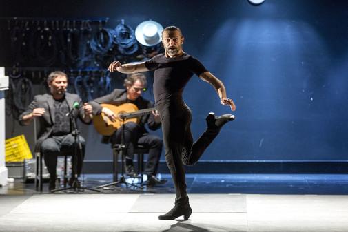 El bailaor Andrés Marín en un momento del estreno mundial de 'Bacterias'.