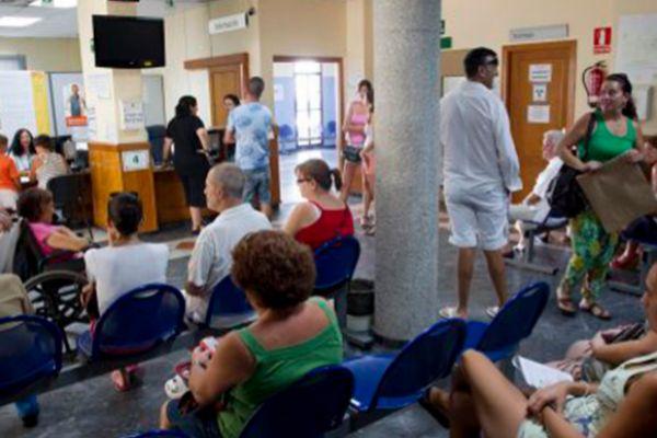 Pacientes esperando su turno en el hospital
