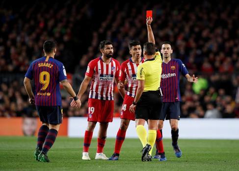 ¿Por qué Atlético y Real Madrid ven el doble de rojas que el Barcelona?