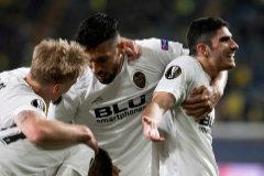 El Valencia mata al Villarreal en el descuento