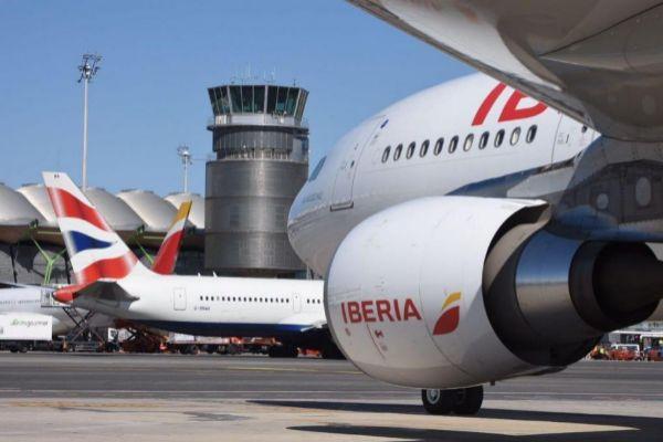 Iberia y Vueling entregan sus planes de contingencia ante un 'Brexit' duro