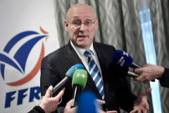 Bernard Laporte, presidente de la Federación Francesa, en rueda de prensa.