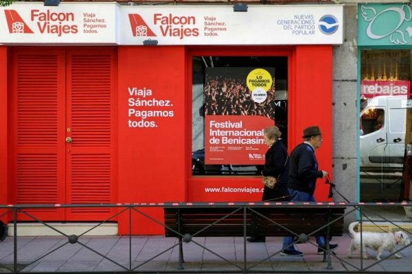 Fachada de la agencia Falcon Viajes abierta por Nuevas Generaciones a escasos metros de la sede del PSOE en la calle Ferraz.