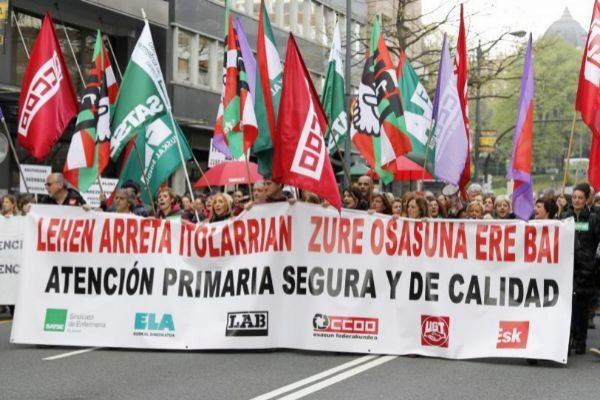 Cabecera de la manifestación de los trabajadores de Atención Primaria.